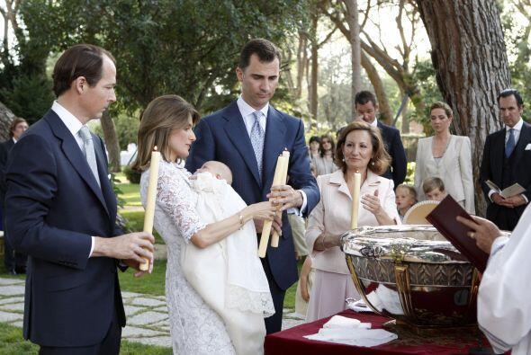 Comencemos con el bautizo de la princesa Sofía que se llevo a cab...