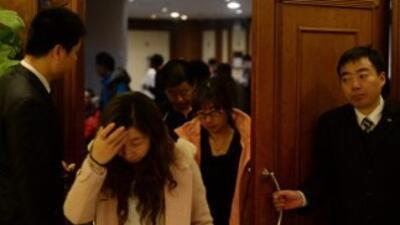 Familiares de pasajeros de avión de Malaysia Airlines desaparecido.