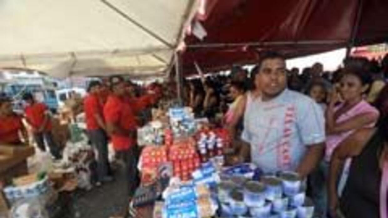 Víctimas de inflación récord, venezolanos sufren para llegar a fin de me...