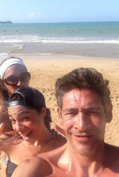 """""""Pasando súper en Familia en mi isla bella Puerto Rico"""", contó Johnny. (..."""