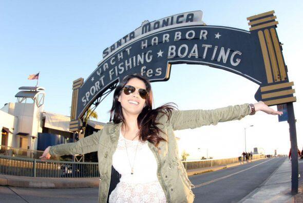 La reina llegó a Los Ángeles, CA, con el equipo de Nuestra Belleza Latin...