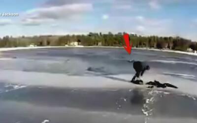 El hielo se rompió bajo sus pies y gracias a la ayuda de tres desconocid...