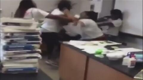 A puñetazo limpio, una maestra y otra empleada de la escuela se pelearon...