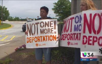 Activistas en Dekalb piden un alto a las deportaciones