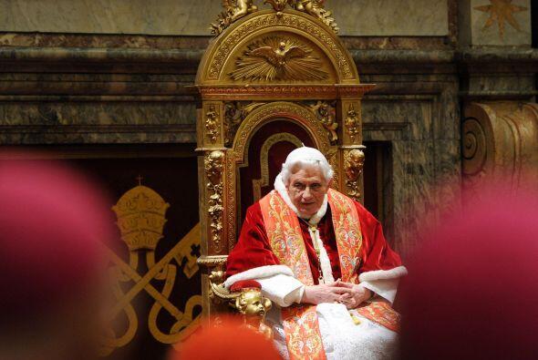 6. El 28 de febrero, tras casi ocho años, el pontificado de Benedicto XV...