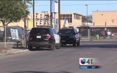 Continúan los robos al sur de San Antonio: una mujer denuncia que asalta...