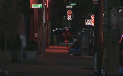 Autoridades buscan a dos sospechosos de agresión sexual en Greenpoint, B...