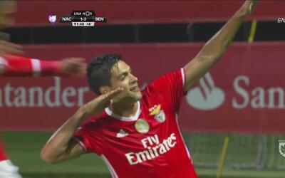 Raúl Jiménez anotó gol con Benfica y festejó al estilo de Cuauhtémoc Blanco