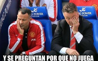 Memes de la falla del Chicharito con Manchester United ante el Brujas.