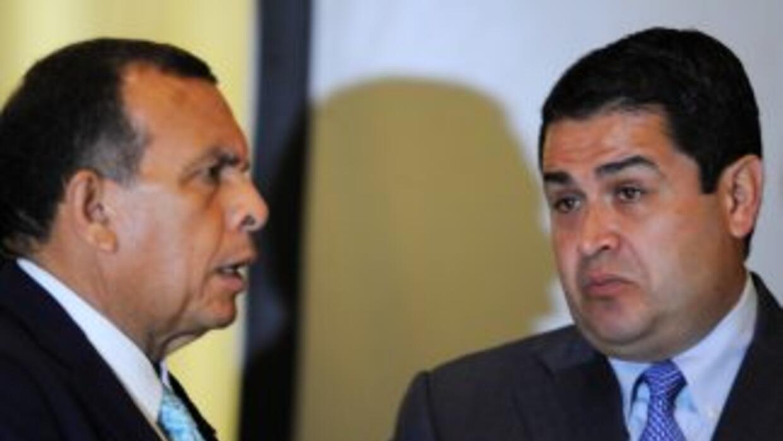 El presidente de Honduras, Porfirio Lobo, con el titular del Congreso, J...