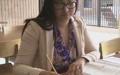 Adolescente hispana se graduará con honores de un programa que la enviar...