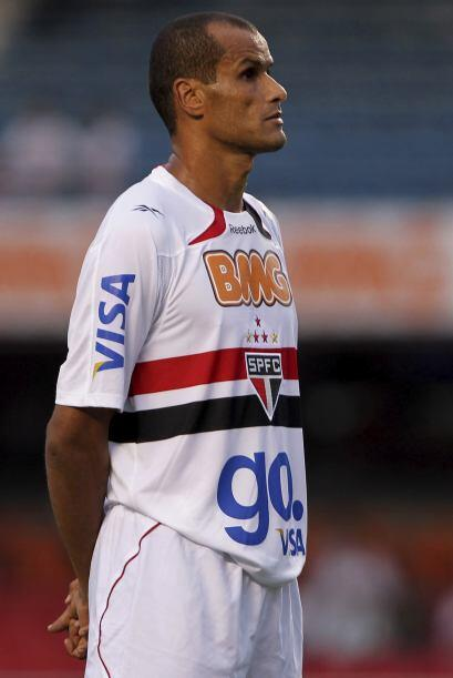Rivaldo está a préstamo hasta el final del 2011 tras ser l...