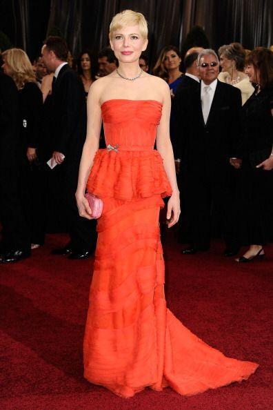 Este vestido que Michelle Williams llevó a la gala no tenía ni pies ni c...