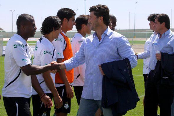 El cuerpo técnico nacional saludó a todos los jugadores sa...
