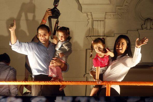 La pareja celebró en familia la victoria obtenida en la primera v...