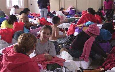 Cientos de familias son liberadas de centros de detenciones en San Antonio