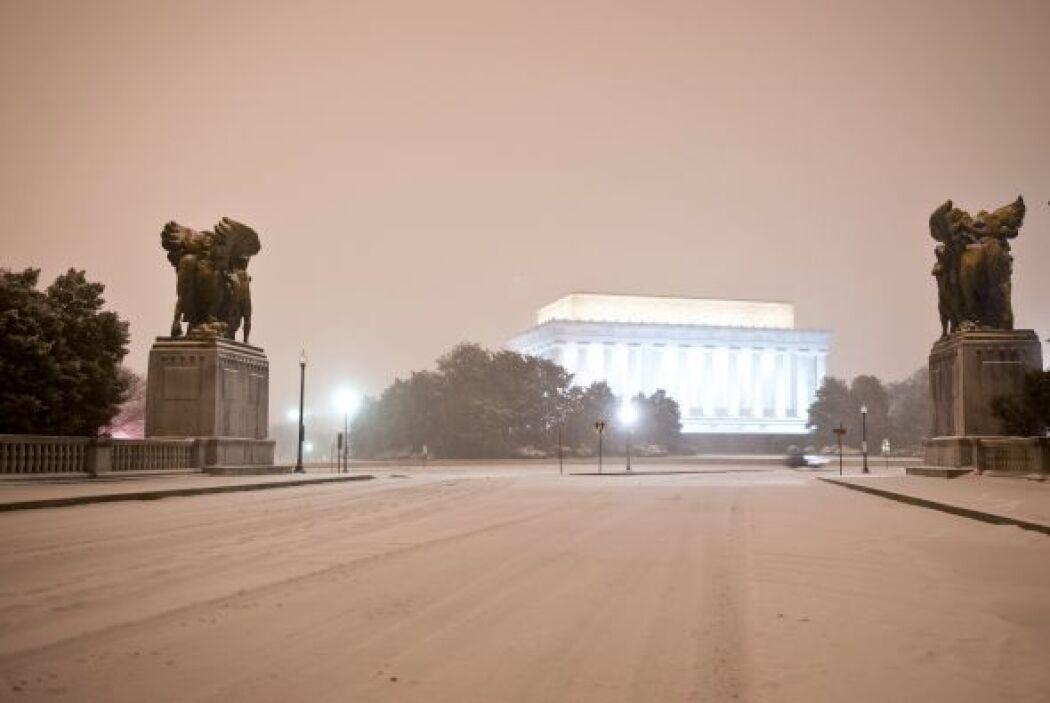 Así lucía la anoche del miércoles la entrada del Monumento a Abraham Lin...