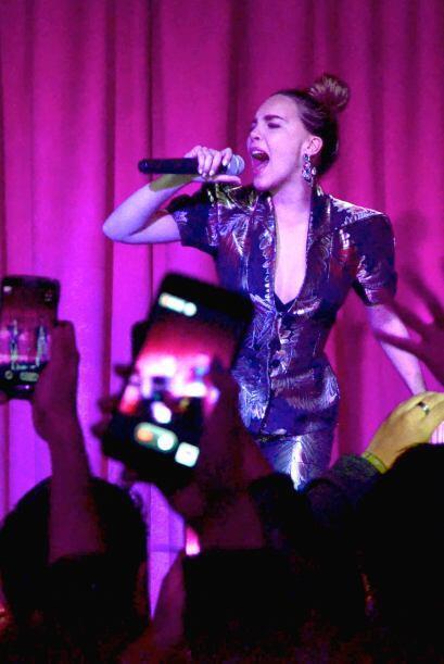 La cantante se presentó en la reinauguración de su cantaba...