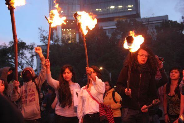 Alumnos del Instituto Politécnico Nacional (IPN) encendieron antorchas d...