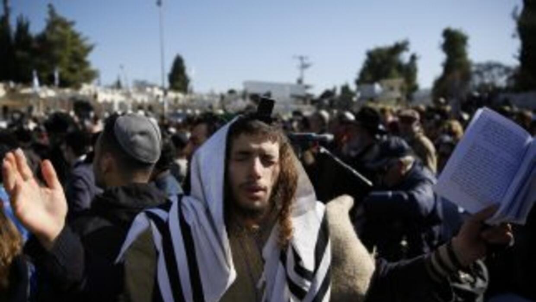 Judíos rezando