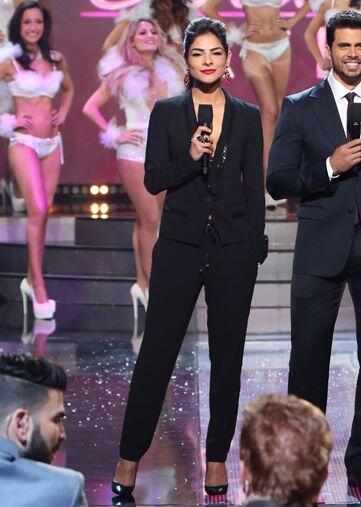 Su segundo cambio de look fue drástico con este jumpsuit ultra 'fashion'.