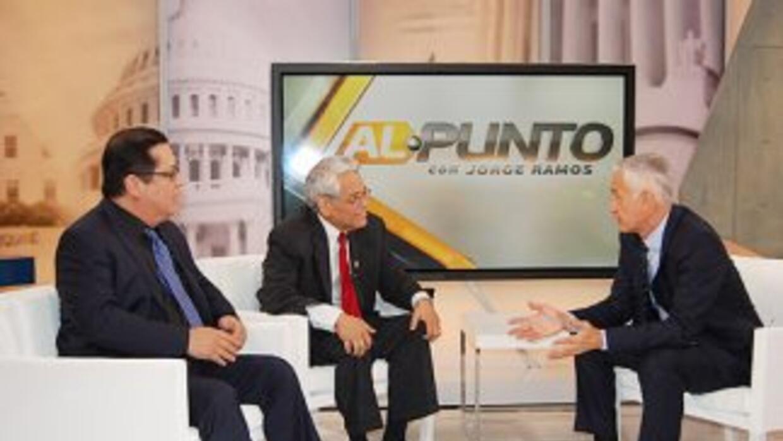 De izquierda a derecha los activistas Juan José Gutiérrez y Eliseo Medin...