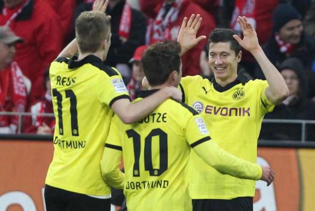 Uno de los referentes de la selección polaca ocupa la punta, el delanter...