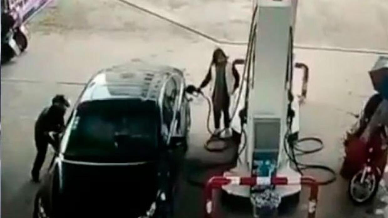 El ladrón torpe que se estrelló con su moto tras robar la cartera a una...