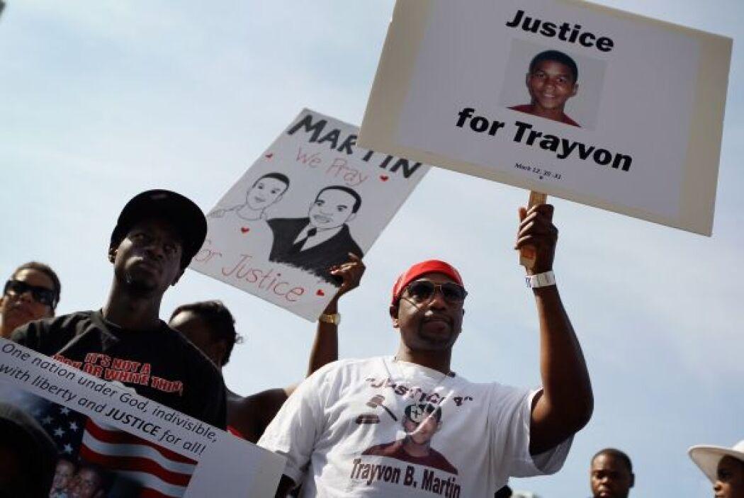 Febrero 26- El vigilante voluntario George Zimmerman da muerte de un tir...