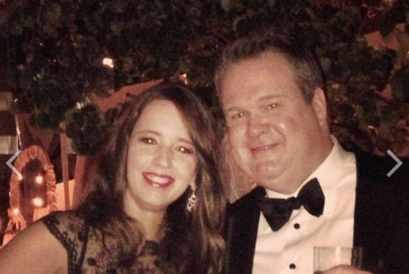 Eric Stonestreet con una de las parientes de Sofía.Mira aquí lo último e...
