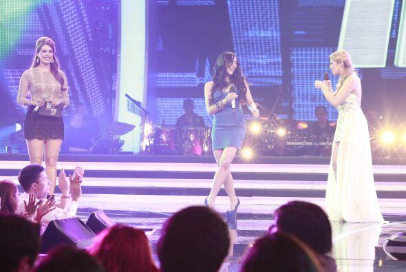 Ambas bromeaban en el escenario, como si fueran a pelear.