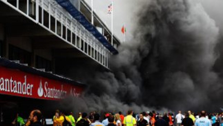 Una explosión en el 'box' de la escudería Williams, derivó en un incendi...