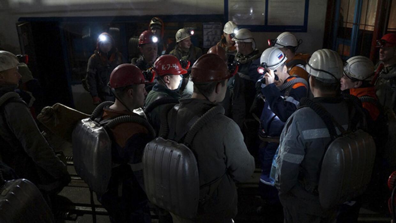 Equipos de rescate trabajan en la zona de las explosiones