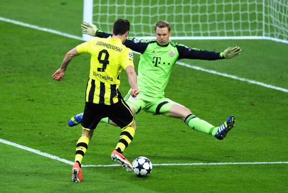 Sin duda, los mejores del primer tiempo fueron los porteros. Aquí Neuer.