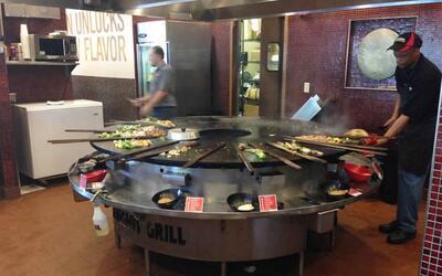 El penoso incidente sucedió en el Genghis Grill de la calle Greenville e...