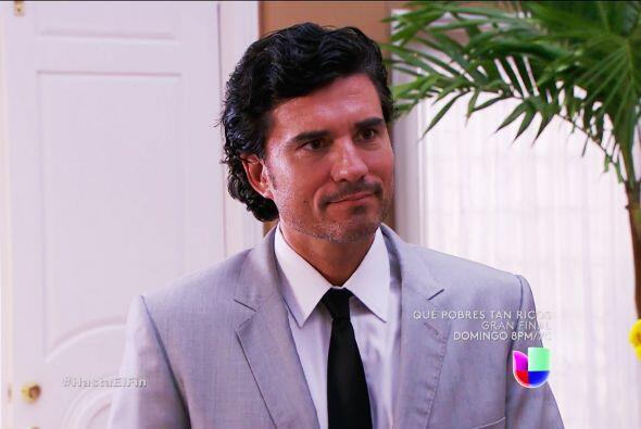 Armando y Alexa forman otra pareja que nos fascina. Él tiene la eleganci...