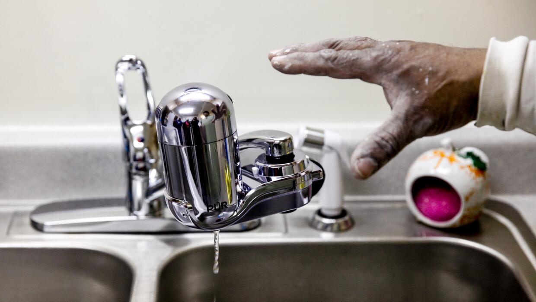Ante la crisis del agua en Flint, renuncia la directora regional de la a...