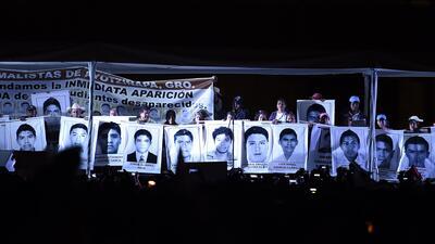 Miles exigen justicia por Iguala en la Ciudad de México