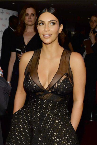 Kim con un escote que llamó mucho la atención.
