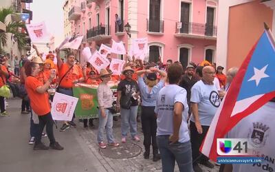 Manifestantes de Puerto Rico rechazan la junta de control fiscal