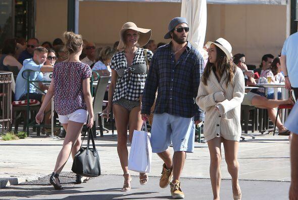 Pamela y Rick también salieron a comer en Saint Tropez. Más videos de Ch...