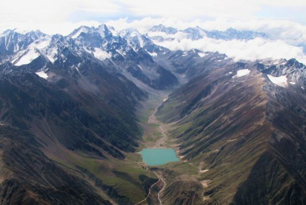 Karakoram Highway, China/Pakistan  (Foto por: Ed Sentner)