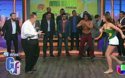 La sexy Heloisa enseñó a Banda el Recodo bailar Capoeira