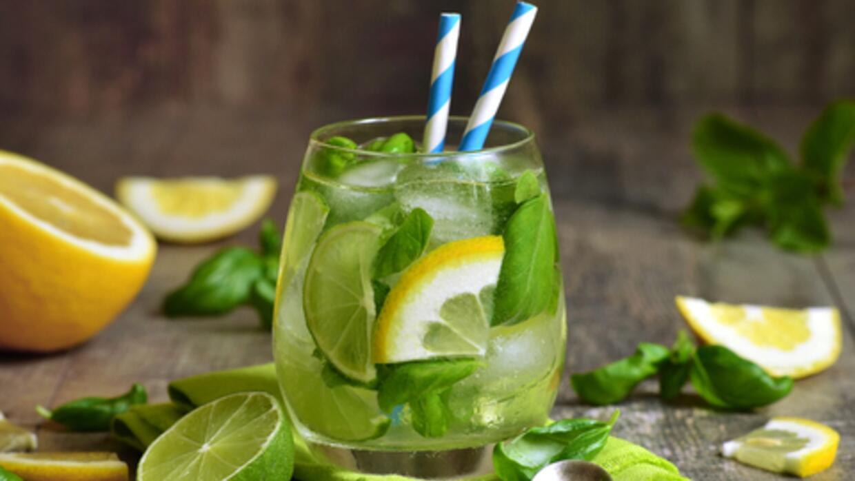 Una refrescante limonada de albahaca no puede faltar