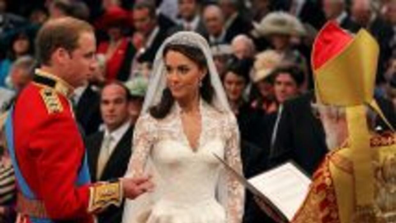 Guillermo y Catherine Middleton se han convertido en marido y mujer, aho...