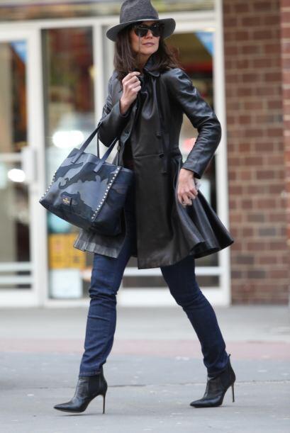 ¡Un aplauso para Katie Holmes y este 'outfit'! No podemos hacer ot...