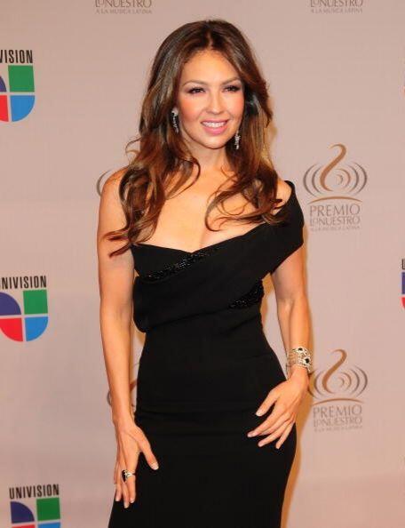 Creímos que Thalía nunca renovaría su estilo hasta que ¡oh sorpresa! Dej...