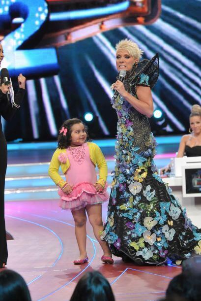 La pequeña Fátima también quiso participara al lado de Yuri.