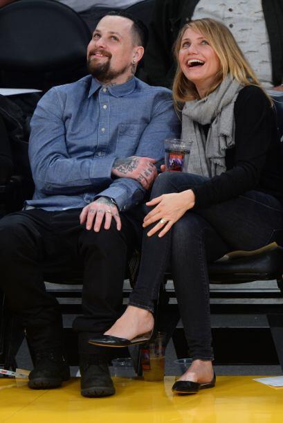 El tierno besito enloqueció al Staples Center.