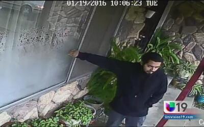 Policía busca a hombre sospechoso de robo